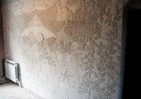 Оформление стены шпатлевкой и красками в виде пейзажа