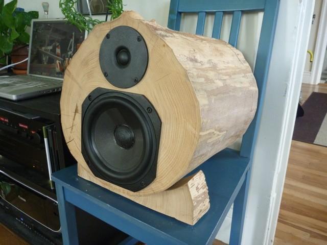 Самодельные акустические колонки из настоящего дерева.