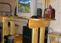 Компьютерный стол из массива