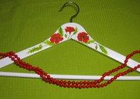 """Вешалка для одежды с ручной росписью: """"Маки"""" / Clothes hanger with hand painted: Poppies"""