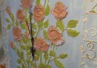 "Часы с объемным декором ""Розы на небесном"" / Clock with surround decor ""Roses in heaven"""