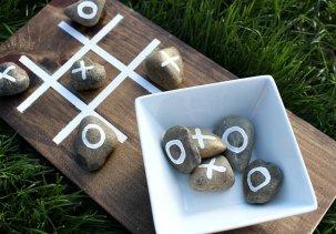 Игра крестики нолики из подручных материалов на даче
