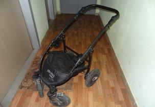 Тяжело снимается люлька и прогулочный блок с коляски