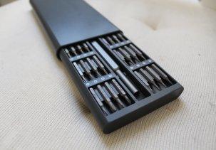 Отвертка с 62 мелкими битами и головками для электроники